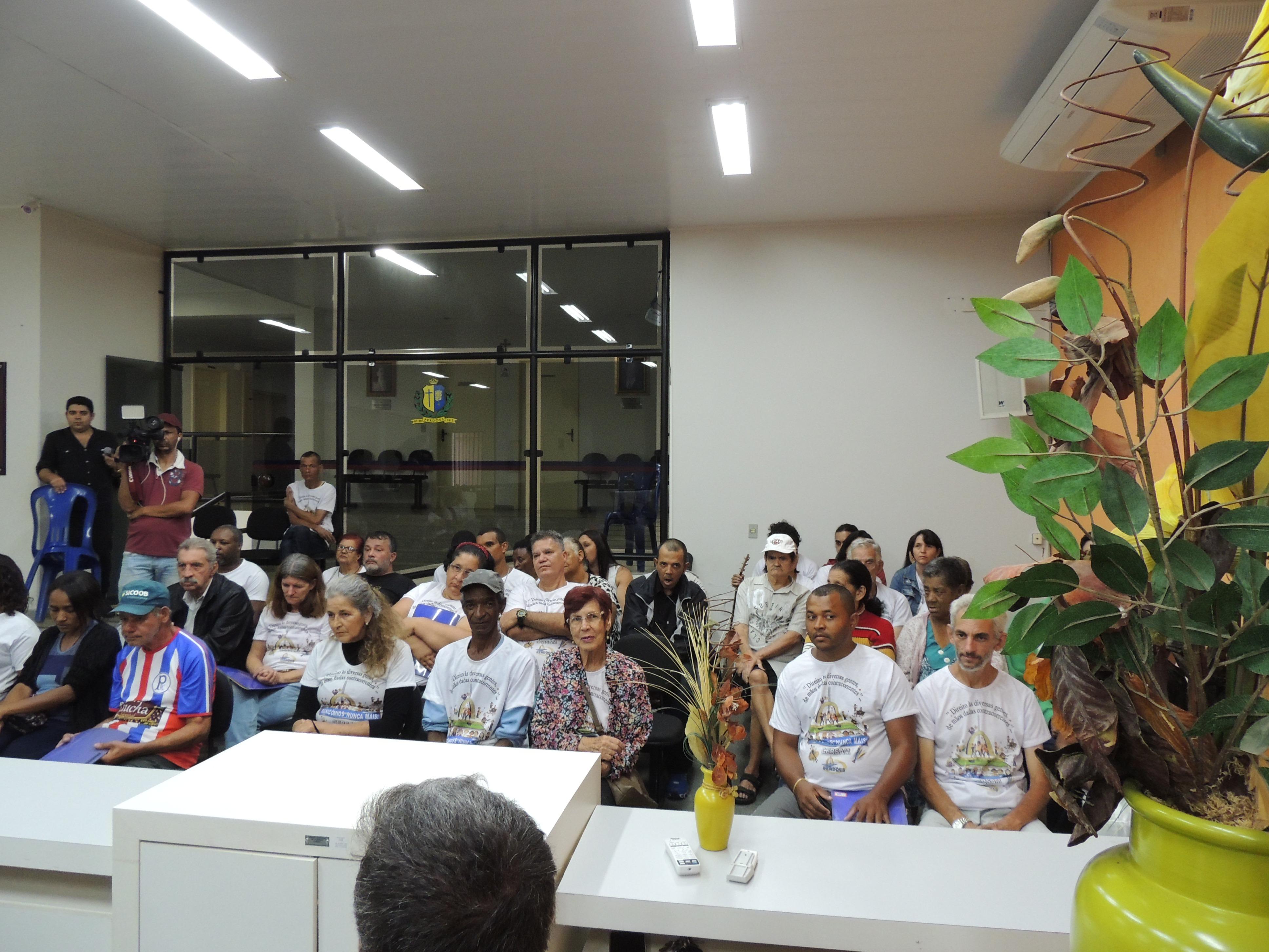 Usuários do CERSAM durante  visita à Câmara Municipal